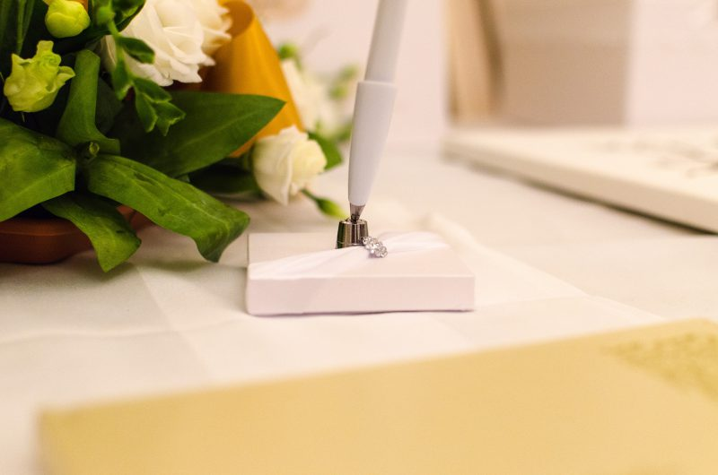 Kugelschreiber auf Hochzeitstisch